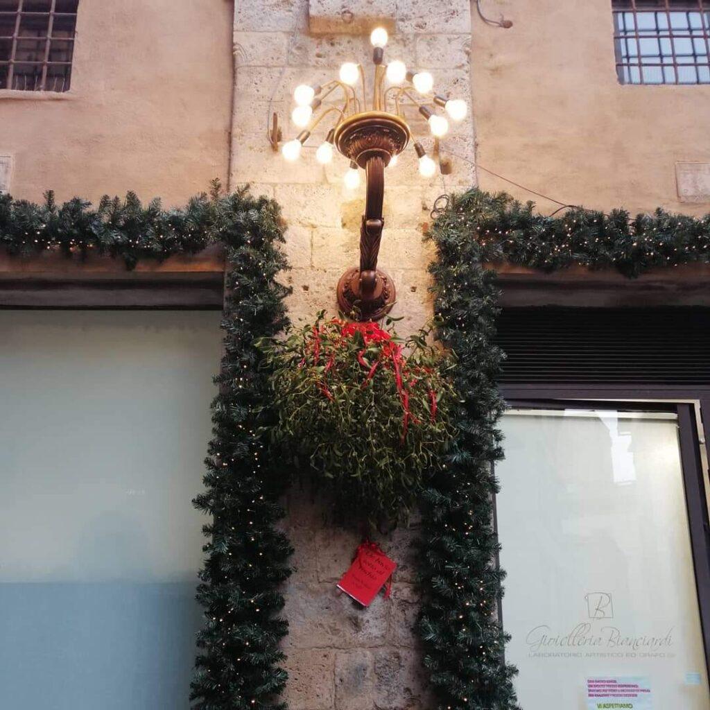 vischio in via Calzoleria - immagine tratta da facebbok