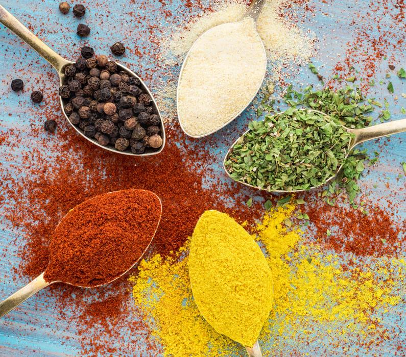 usare spezie e erbe aromatiche in cucina